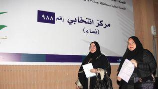 Des femmes saoudiennes s'enregistrent sur les listes électorales, le 30 août 2015 à Jeddah (Arabie saoudite). (STR / AFP)