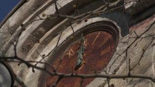 À Viviers dans l'Ardèche, la cité Blanche,construite en 1880 par le cimentier Lafarge pour y héberger les ouvriers,a aujourd'hui des airs de ville-fantôme. Le souvenir d'un âge d'or pour beaucoup, malgré des conditions de vie modestes. (CAPTURE ECRAN FRANCE 2)