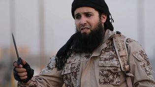 Capture d'une vidéo de propagande du groupe Etat islamique, montrant le jihadistefrançais Rachid Kassim, en juin 2016 en Irak. (WELAYAT NINEVEH / AFP)
