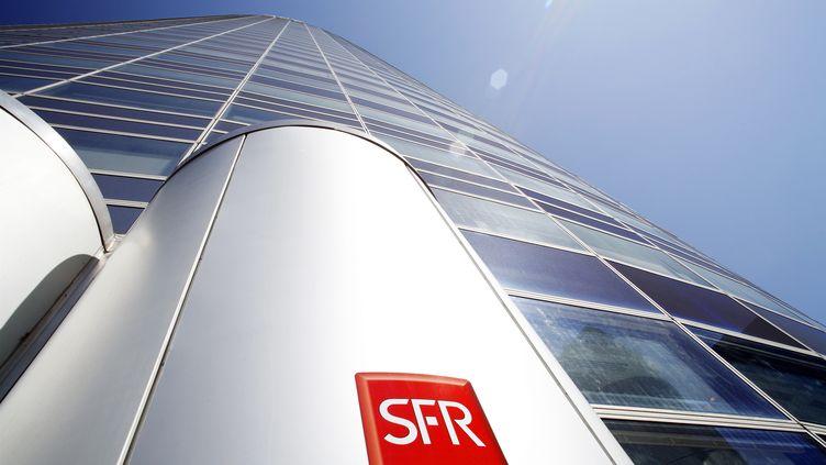 La tour SFR à La Défense (Hauts-de-Seine), le 15 février 2008. (CHRISTOPHE LEHENAFF / PHOTONONSTOP)