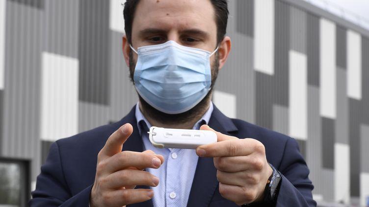 Une start-up bretonne, NG Biotech, a développé un test trois-en-un pour dépister le coronavirus, à Guipry, en Ille-et-Villaine. (DAMIEN MEYER / AFP)