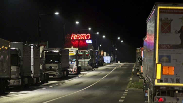 Des camions stationnés près de l'Escale, un relais de l'Indre près de Chateauroux. (GUILLAUME SOUVANT / AFP/GUILLAUME SOUVANT)