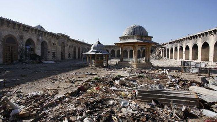 Vue générale de la mosquée des Ommeyyades dans la vieille ville d'Alep. Le minaret du bâtiment a été détruit par la guerre civile en avril 2014.