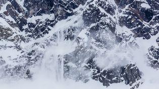 A Courchevel (Savoie), les pisteurs mènent des opérations de déclenchement d'avalanches, le 29 décembre 2013. (MICHAEL NOLAN / ROBERT HARDING PREMIUM / AFP)