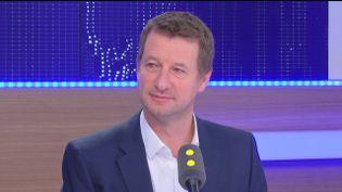 """Yannick Jadot, candidat à la primaire de l'écologie, estime sur franceinfo que """"François Hollande, c'est le passif et le passé"""" (RADIO FRANCE)"""
