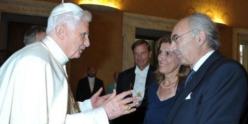 Le pape Benoît XVI avec Ettore Gotti Tedeschi, le 26 septembre 2010. (AFP PHOTO Osservatore Romano)