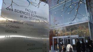 La réforme d'Admission post-bac permettra de supprimer le tirage au sort à l'entrée des univsersités. (Photo d'illustration) (FRANK PERRY / AFP)
