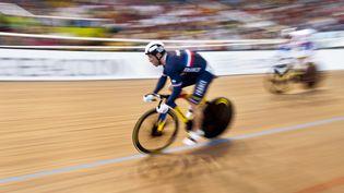 Le Français François Pervis lors de la finale dela vitesse individuelle, aux championnats du monde de cyclisme sur piste à Cali (Colombie), le 2 mars 2014. (LUIS ROBAYO / AFP)