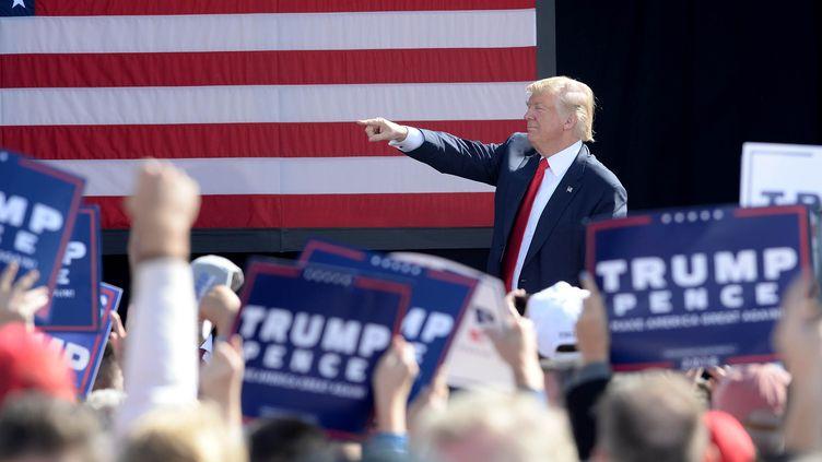 Le candidat républicain, Donald Trump, lors d'un meeting à Portsmouth (New Hampshire), samedi 15 octobre 2016. (DARREN MCCOLLESTER / GETTY IMAGES NORTH AMERICA / AFP)