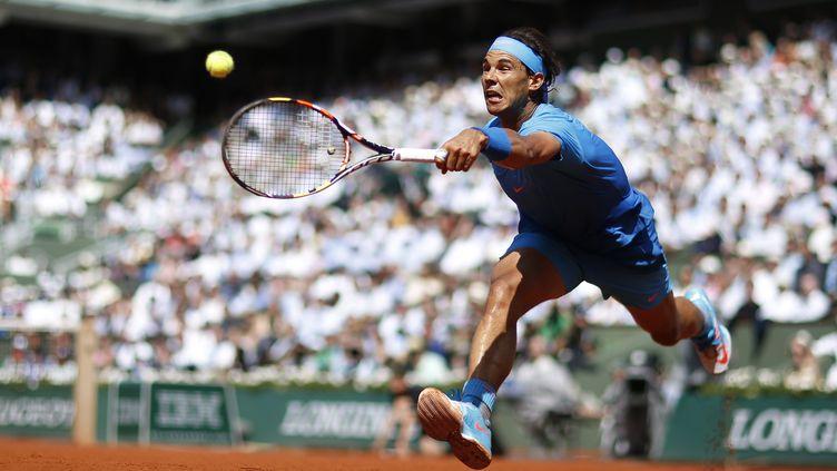 Rafael Nadal lors du quert de finale contre Novak Djokovic à Roland-Garros, le 3 juin 2015. (KENZO TRIBOUILLARD / AFP)