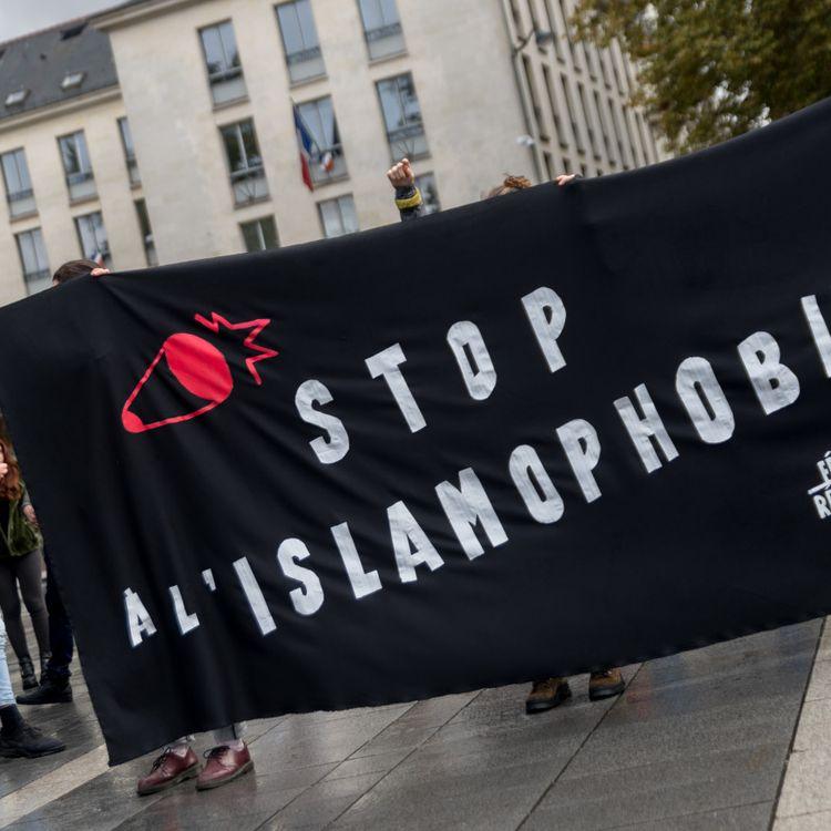 Une banderole lors d'une manifestation contre l'islamophobie, à Nantes (Loire-Atlantique), le 19 octobre 2019. (ESTELLE RUIZ / NURPHOTO / AFP)