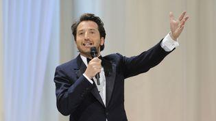 Edouard Baer lors de la cérémonie d'ouverture du Festival de Cannes de 2009.  (ANNE-CHRISTINE POUJOULAT / AFP)
