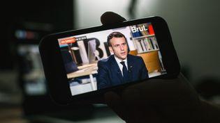 Le président de la République Emmanuel Macron, interrogé par Brut le 4 décembre 2020. (DAVID HIMBERT / HANS LUCAS / AFP)