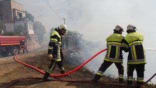 D'après une étude sur la santé des pompiers, l'exposition aux fumées malgré les tenues de protection, provoquerait l'apparition de graves maladies. (MAXPPP)