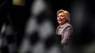 Hillary Clinton donne un discours à Charlotte (Caroline du Nord, Etats-Unis), le 25 juillet 2016. (JUSTIN SULLIVAN / GETTY IMAGES NORTH AMERICA / AFP)