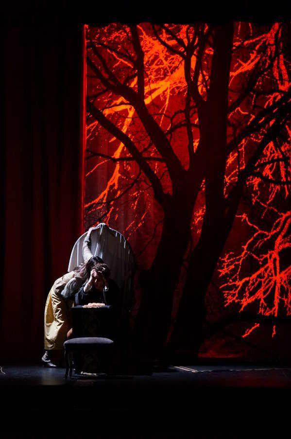 """Delphine Depardieu et Alexis Moncorgé dans """"L'Aigle à deux têtes"""", de Jean Cocteau, mise en scène de Issame Chayle, au Théâtre Ranelagh (2017)  (Ben Dumas)"""