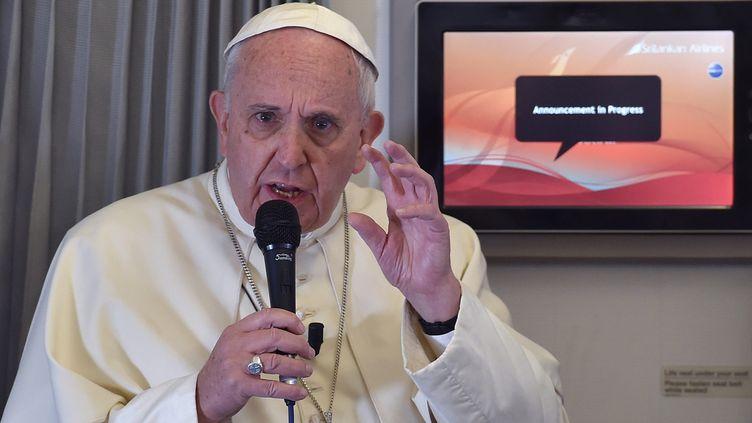 (La mise au point du pape, dans l'avion qui l'emmenait aux Philippines © MaxPPP)