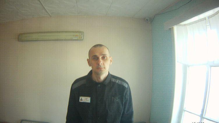 Une photo diffusée le 9 août 2018 par le Haut commissariat russe aux droits de l'homme montre leréalisateur ukrainien Oleg Sentsov dans une prison en Iamalie, dans le nord de la Russie. (AFP)