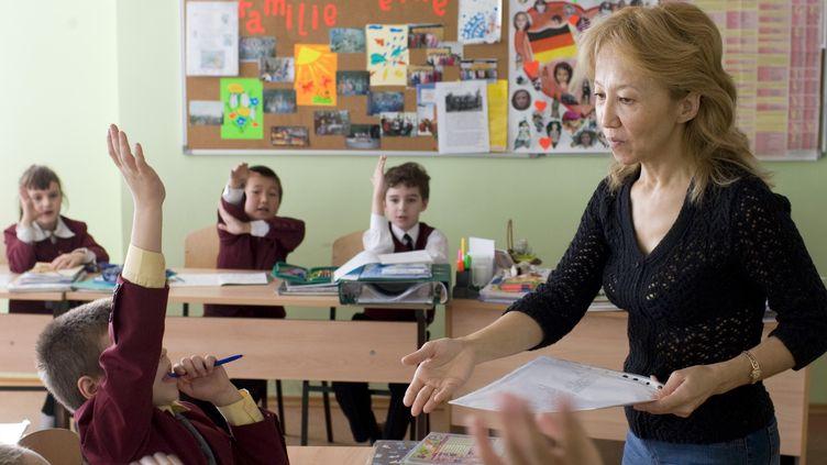 Des élèves en cours d'allemand, à Astana (Kazakhstan), en 2007. (PEER GRIMM / DPA)
