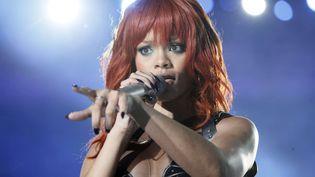 La chanteuse Rihanna chante lors de l'anniversaire du club de foot ukrainien du Shakhtar Donetsk, le 14 mai 2011 à la Donbass Arena. (EFREM LUKATSKY/AP/SIPA / AP)
