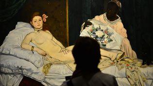 """""""L'Olympia"""" de Manet, le 22 avril 2013 à Venise (Italie). Une artiste luxembourgeoise a été arrêtée au musée d'Orsay (Paris) samedi 16 janvier après s'être allongée nue devant ce tableau. (GIUSEPPE CACACE / AFP)"""