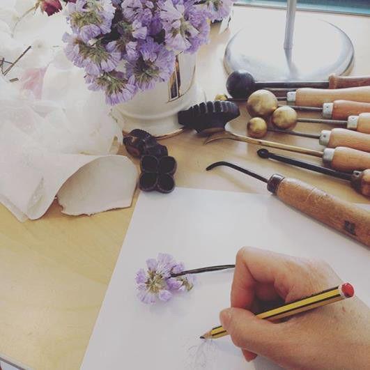 Le travail des fleurs avec la créatrice Lily Griffiths  (Ville de Paris)