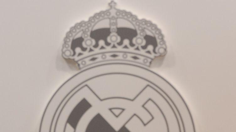 Le haut du logo du Real Madrid (PIERRE-PHILIPPE MARCOU / AFP)