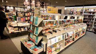 A Paris, le rayon librairie de la Fnac des Ternes était ouvert, vendredi 30 octobre, malgré le confinement.  (SANDRINE MARTY / HANS LUCAS)
