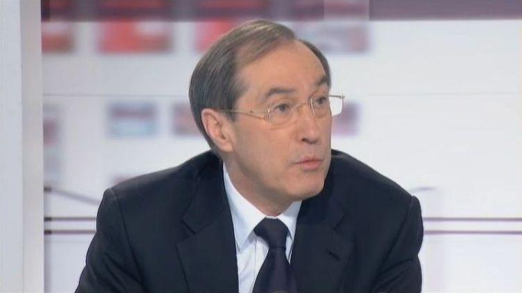 """Le ministre de l'Intérieur Claude Guéant, le 27 janvier 2012, sur France 2 lors de l'émission les """"4 Vérités"""". (FTVi / FRANCE 2)"""