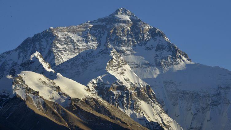Le mont Everest, plus haut sommet de l'Himalaya. (LIU ZIMING / XINHUA / AFP)
