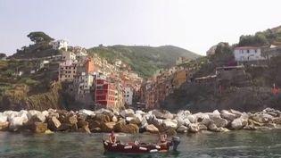 Le village de Riomaggiore, dans les Cinque Terre, en Italie. (France 2)