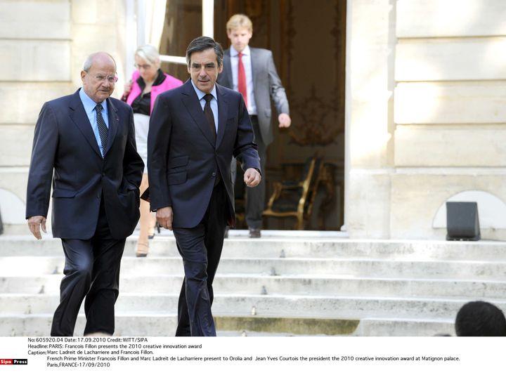 Marc Ladreit de Lacharriereet Francois Fillon sur le perron de Matignon, le 17 septembre 2010. (WITT/SIPA)