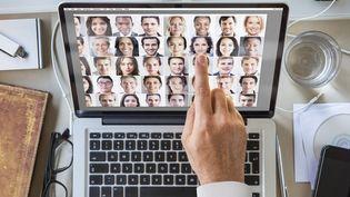 """La NSA, agence de renseignement américaine, recueille des millions de photos sur internet pour son système de reconnaissance faciale, affirme le """"New York Times"""", dimanche 1er juin 2014. (DIMITRI OTIS / PHOTOGRAPHER'S CHOICE / GETTY IMAGES)"""