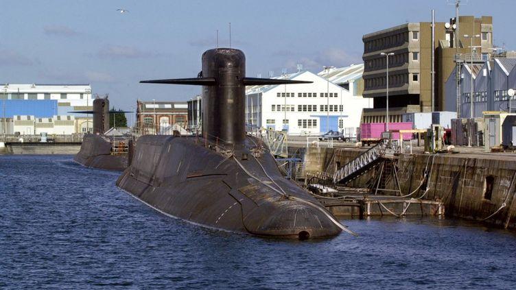 """""""Le Tonnant"""" (au premier plan) et """"le Foudroyant"""", deux sous-marins nucléaires français lanceurs d'engins. (Photo d'illustration) (MYCHELE DANIAU / AFP)"""