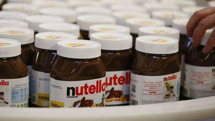 Des pots de Nutella dans l'usine Ferrero de Villers-Ecalles (Seine-Maritime), le 27 janvier 2017. (CHARLY TRIBALLEAU / AFP)