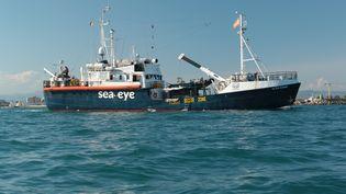 """Le navire """"Alan Kurdi"""", le 11 septembre 2020 au large des côtes italiennes. (JORIS GRAHL / SEA-EYE.ORG / AFP)"""