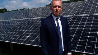 François de Rugy inaugure la centrale photovoltaïque de Quinipily, dans la commune de Baud (Morbihan), le 8 juillet 2018. (MARTIN BERTRAND / HANS LUCAS / AFP)