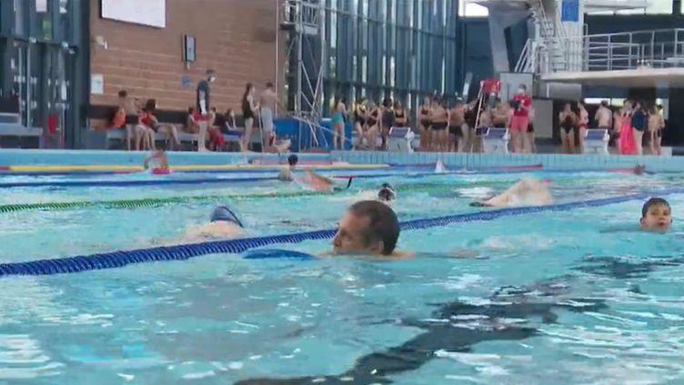 Mercredi 9 juin, les piscines rouvrent. Il y avait foule, ce matin, dans certains bassins. Exemple dans le Bas-Rhin. (CAPTURE D'ÉCRAN FRANCE 2)