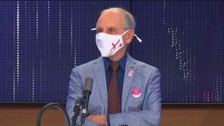"""Axel Kahn, généticien et président de la Ligue nationale contre le cancer, était l'invité du """"8h30 franceinfo"""", samedi 24 octobre 2020. (FRANCEINFO / RADIOFRANCE)"""