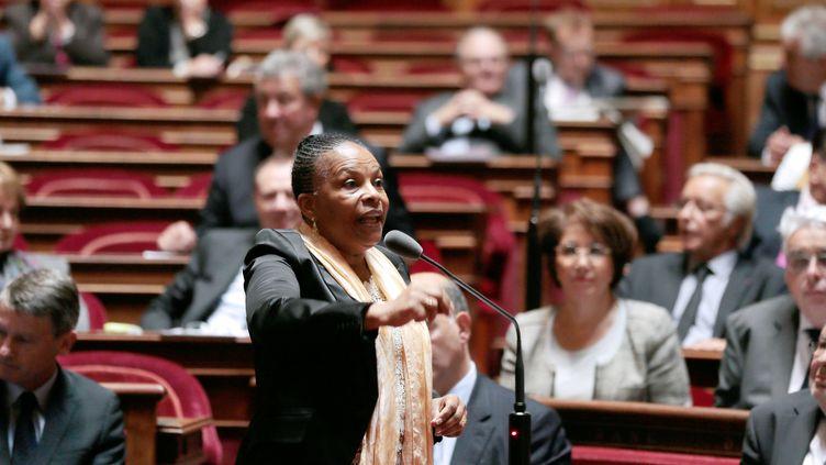 La ministre de la Justice Christiane Taubira participe à une séance au Sénat, le 19 septembre 2013, à Paris. (JACQUES DEMARTHON / AFP)