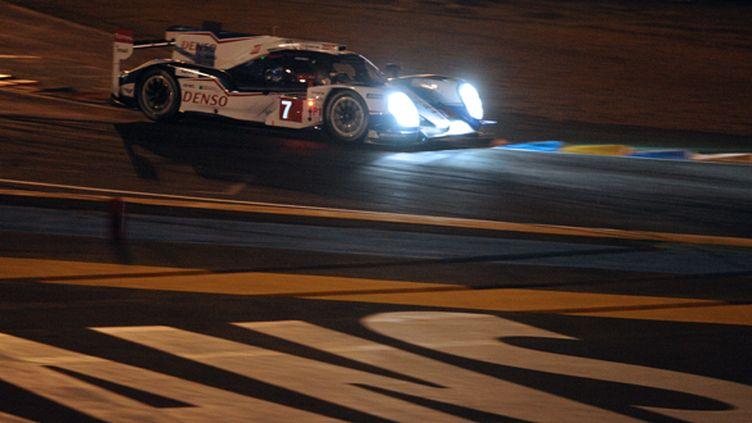 La Toyota N.7 fend la nuit du Mans (JEAN-FRANCOIS MONIER / AFP)