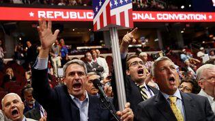 Des délégués républicains lors de la convetion républicaine, à Cleveland (Etats-Unis), le 18 juillet 2016. (JOHN MOORE / GETTY IMAGES NORTH AMERICA / AFP)