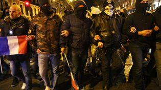 Des policiers manifestent dans les rues de Paris, jeudi 20 octobre 2016, à Paris. (MUSTAFA SEVGI / AFP)