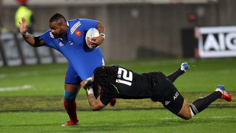 Les Bleus se sont inclinés 24 à 9 contre la Nouvelle-Zélande, le 22 juin 2013 à New Plymouth. (MARTY MELVILLE / AFP)