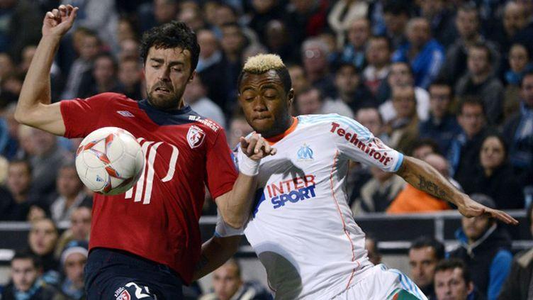Basa (Lille) et Ayew (Marseille) à la lutte (ANNE-CHRISTINE POUJOULAT / AFP)