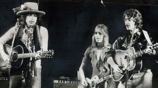 """Bob Dylan et la """"Rolling Thunder Revue"""" (ici Mick Ronson et Bob Neuwirth) le 2 décembre 1975 à Toronto.  (Frank Lennon/Toronto Star via Getty Images)"""