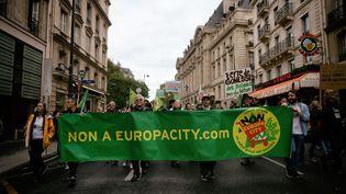 Une manifestation contre Europacity, le 5 octobre 2019 à Paris. (MARTIN NODA / HANS LUCAS)