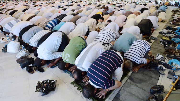Des musulmans participent à la prière de l'Aïd-el-Fitr, qui marque la fin du ramadan, le 19 août 2012 à Marseille (Bouches-du-Rhône). (GERARD JULIEN / AFP)
