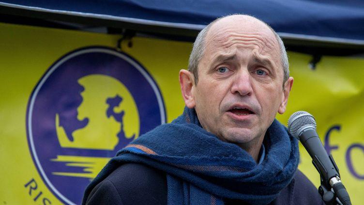 L'eurodéputéPierre Larrouturou, lors d'une manifestation pour le Climat à Bruxelles (Belgique) le 22 novembre 2020. (NICOLAS MAETERLINCK / BELGA / AFP)