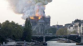 La cathédrale Notre-Dame en flammes, le 15 avril 2019 à Paris. (FRANCOIS GUILLOT / AFP)